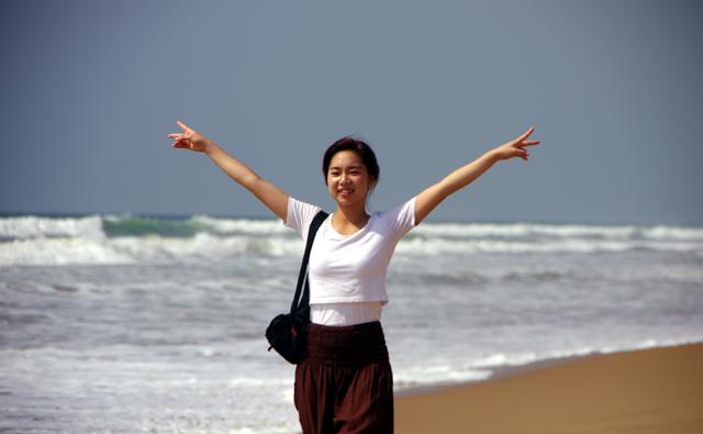 インド、プリーのビーチを散歩