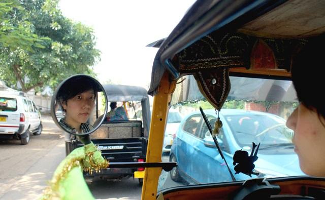 インドでオートリキシャに乗る