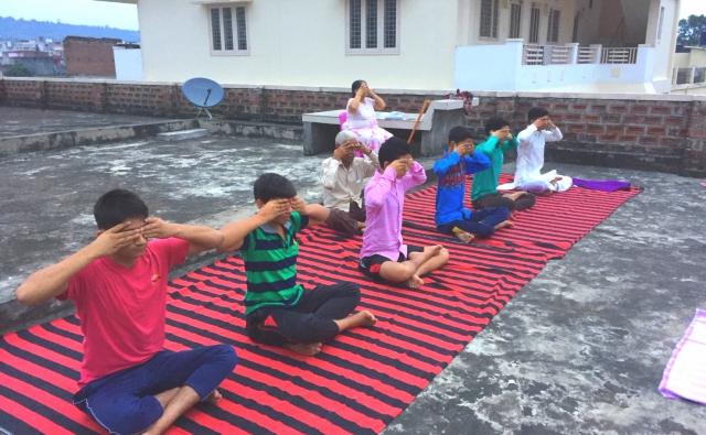 リシュケシュ近くのハリドワールでのヨガの練習
